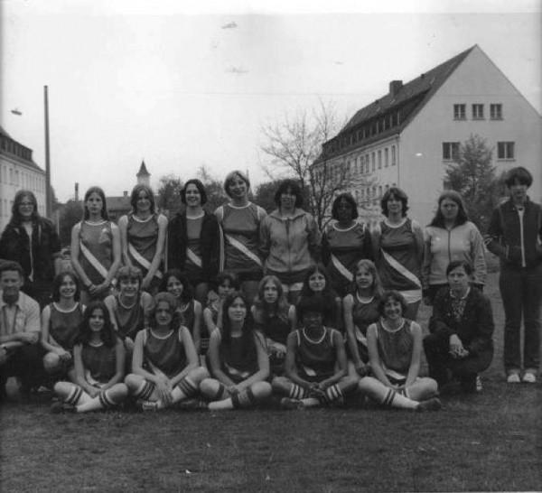 1977-girls-track